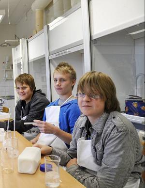David Selin, Tommy Olsson och Isak Isaksson har laddat upp med skålar, behållare och rör: