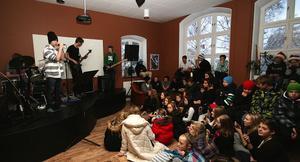 Cheddar Crew inledde terminens sista musikcafé på Ala skola på fredagen. Hårdrockande, lokala ostar.