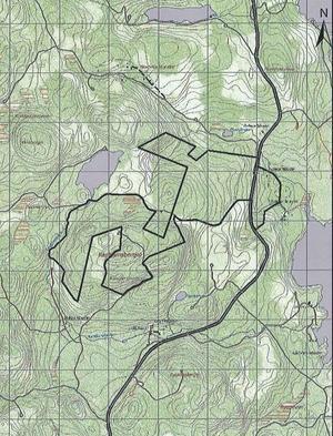 Kartan visar gränserna för naturreservatet vid Kasttjärnsberget och fastigheten Born 1:6.