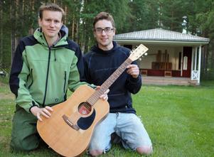 Arrangörerna Johan Eriksson och Erik Busk ser fram emot den femte upplagan av Visfestivalen i Malungsfors.