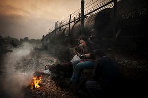 Årets bild, vardagsliv. Utvandrare från Centralamerika riskerar livet när de tjuvåker på godståg genom Mexiko för att nå den amerikanska gränsen. Kidnappare och rånare jagar utsatta migranterna, som dessutom måste gömma sig för migrationspolisen.