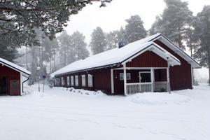 Oenigt om Edegården. En knapp majoritet i utbildningsnämndens arbetsutskott vill undersöka vad det kostar att köpa och rusta Ljusdal-Ramsjö församlings gård i Tallåsen för att göra om den till förskola.