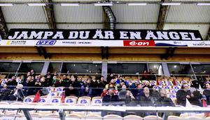 Supporterklubbens tackande tifo.