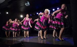 Det är mycket sång, musik och dans i Grand Finale, som hade premiär på Valborgsmässoafton.