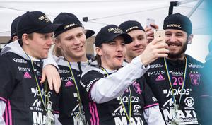 Backby firar här 2017 års SM-guld tillsammans med lagkamraterna i IBF Falun.