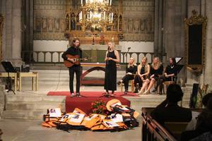 David Kjellstrand och Rebecka Granrot sjunger låten
