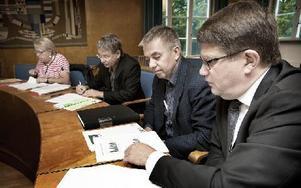 Från mark- och miljödomstolens sida deltog, från vänster i bild, Reigun Thune Hedström, särskilt ledamot, Mikael Lif, särskilt ledamot, Janolof Arvidsson, tekniskt råd, och domaren Claes-Göran Sundberg. Foto: Peter Ohlsson/DT