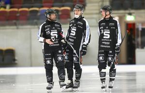 Ted Haraldsson, till höger i bild, stod för den eleganta framspelningen till 3–3. Men det räckte inte för SAIK, som är utslaget ur World cup.