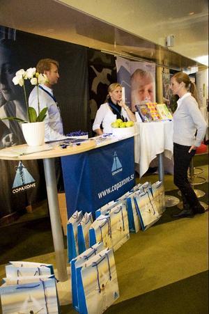Bland annat läkemedelsföretagen visade upp sig i utställningarna vid konferensen.