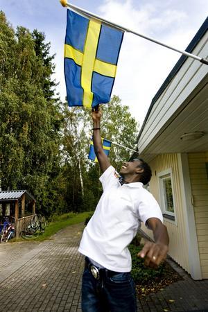 Glädje i Zlatanland. Saadam har lämnat tillvaron i Somalia bakom sig och satsar nu allt på en framtid i Sverige. Hans rum på Frejgården pryds bland annat med bilder av fotbollsidolen Zlatan.