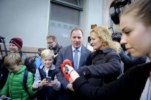Stefan Löfven åkte från sin bostad till möten på S-högkvarteret på Sveavägen i Stockholm i morse.