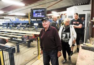 Nyfikna besökare bjöds på en guidad rundtur i sågverkets lokaler.