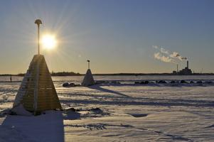 Var ute på en promenad förra helgen i det sköna vintervädret. Vi gick ut i isrännan som har plogats upp och tog denna fantastiska bild över Västerås silhuett.