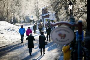 Många tog chansen att besöka julmarknaden i Sundborn.