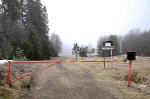 Vägbommen har spärrat av det populära utflyktsmålet på naturreservatet för bilburna besökare.