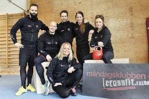 Angelica Bengtsson tillsammans med laget som kvalificerade sig för Crossfit Games 2014. Från vänster: Karl-Oskar Larsson, Marcus Herou, Viktor Larsson, Angelica Bengtsson, Malin Nyström. På huk: Malin Contreras Tittonen.
