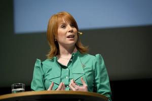 Centerpartiets Annie Lööf, som kallar sig liberal, har hållit en låg profil när det gäller datalagringsdirektivet.