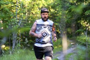 Sundsvalls Tidnings reporter Jerker Ullerstam är i full gång och tränar inför Stenstansloppet som går i september.