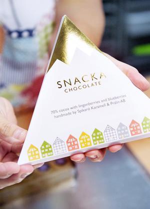 I år har Spikarö samarbetat med Mittuniversitetets grafik- och industridesignutbildning. En helt ny choklad med smart förpackning var uppdraget till universitetets profilsortiment.