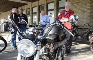 MVG-gubbarna snackar om sitt favoritämne: gamla mopeder. Bland annat om Kjell Anderssons Mustang Kobra med Zündapp-motor.