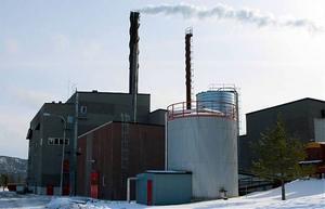 Hetvattencentralen i Kramfors förlorar helt alla gratis utsläppsrätter och kommer att få betala för utsläppen av koldioxid också från torveldningen.