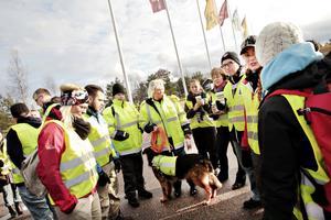 Anna Levin blev hundförare för grupp tio. Här med hunden Zäpo som tränats till att hitta försvunna personer.