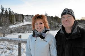 Kopparbergare. Towa Lönnström och Eric Sandberg kommer båda från Kopparberg och de tror att den lokala förankringen är viktig för att de ska lyckas med sin dröm att driva slalomanläggningen i Klacken.