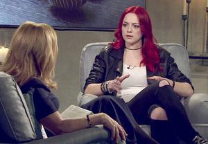 Linnea Elfström intervjuas av Malou von Sivers på TV4 om hur det är att vara skilsmässobarn.