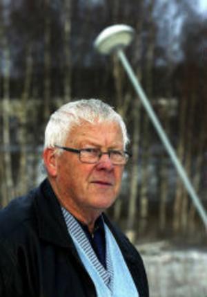 Thage Vesterlund blir arg när han ser hur illa skött hans promenadslinga är.