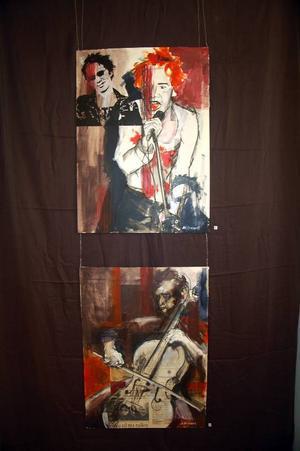 Johnny Rotten från Sex Pistols och en man som spelar cello. Här har Magdalena Brunzell tecknat på tidningspapper.
