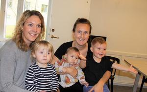 Elenor Lindgren med dottern Stella och Madelene Backlund med sönerna Milton och Melker.