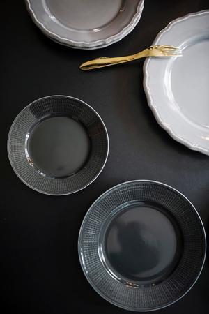 Kombinationen med guldgaffel och grått porslin är en av Stefans favorit till en trevlig middag.