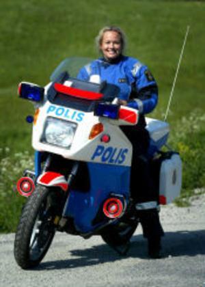Första kvinnliga mc-polisen i Sverige utbildades 1989. Tio år senare, som fjärde i raden, var Laila Nyqvist klar och började jobba på motorcykel.