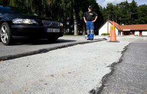 Torbjörn Runesson dundrade ner i ett  hål på Hjortronstigen i Mellringe. Det fanns inga skyltar som varnade för faran.