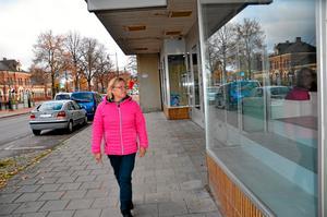 Gittan Lind, ordförande i föreningen Samverkande Hallsberg, är orolig för handeln i centrum.Foto: Barbro Isaksson