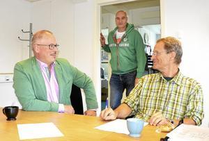 Roger Sixtensson och Rickard Johansson från Libo och Per Zetterlund från föreningen Solel i Lindesberg.
