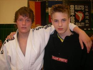 Bronsmedaljören Mattias Mårtensson till vänster och silverkillen Victor Allansson till höger. Båda representerar Östersund Judo.