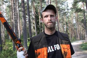 Björnens attackerade Fredrik Andersson när hans bössa slutade fungera. Nu vill han att reglerna kring säkerheten skärps.