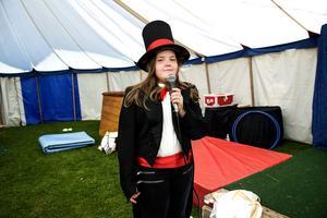 Cirkusdirektören Isabele Bergkvist skötte sig exemplariskt vid generalrepetitionen.