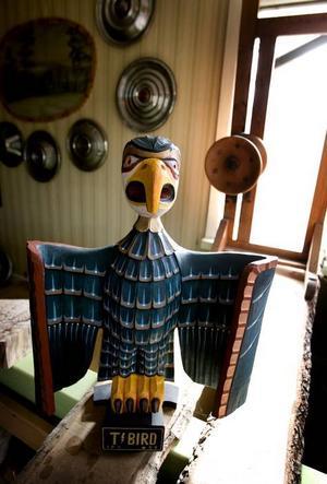 T-BIRD. Magnus associerar gärna till amerikanska vrålåk. I bakgrunden hänger navkapslar från några modeller.