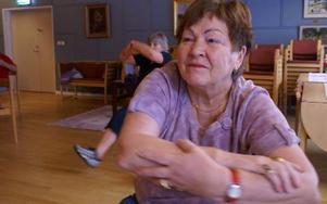 Helén Kajander är den enda av kvinnorna som lyckats få maken Rolf med sig på seniorgympan. Foto: Birgit Nilses Gröndahl
