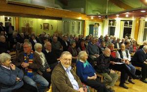 Omkring 100 personer kom till onsdagens möte om placeringen av turistbyrån. Förslaget att flytta den till nya Resecentrum var många negativa till.fotO: ROLAND ENGVALL