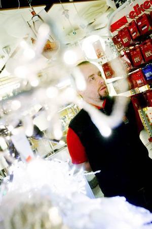 Micke Dahlström i Elkedjans butik ser stora förändringar på belysningsfronten framöver när hushållen övergår till LED-lampor.