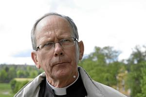 Kritisk präst. Kyrkoherde Ingemar Frenskar hoppas att kyrkofullmäktige avblåser byggplanerna på kyrkogården.