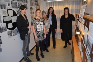 Här ses några av de som jobbade med Förintelsens minnesdag på tisdagen. Från vänster: läraren Sofia Hård, eleverna Ida Lehman och Wilma Olofsson, läraren Anna Larsson och eleven Anna Westin.