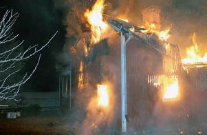 Villa brann ner till grunden
