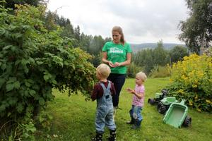 Emelie med barnen Wilhelm, 5, och Signe, 2.