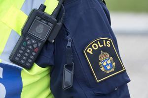 Två polispatruller skickades till socialtjänsten i Sundsvall på måndagsförmiddagen då en man misstänks ha hotat flera anställda.