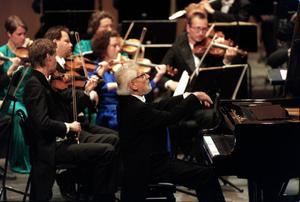25-årsjubilaren Nordiska Kammarorkestern. Här vi 10-årsjubiléet med Hans Leygraf vid pianot.