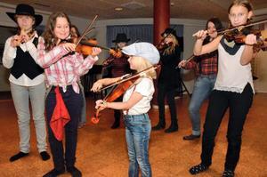Alla åldrar. Lovisa Herou, Neryse Klaassen, Klara Eriksson och Simone Kjellberg Pirttijärvi är några av kvällens musiker.